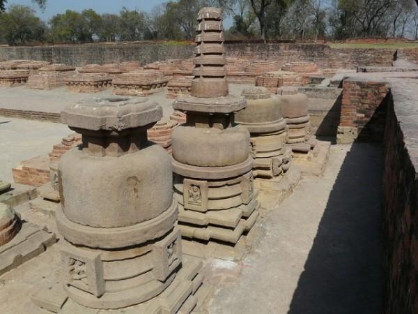 Sarnath photos, Dhamek Stupa - Mini Stupas