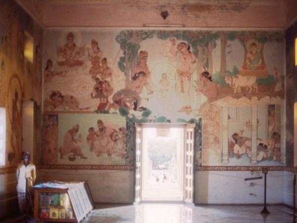 Sarnath photos, Mulagandha Kuti Vihar - Inside view