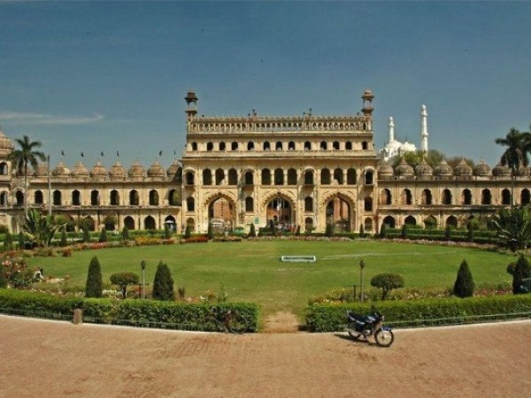 Lucknow photos, Bara Imambara - The Masjid and its green lawns.