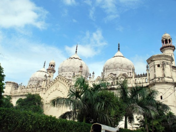 Lucknow photos, Juma Masjid - Beneath the blue sky.