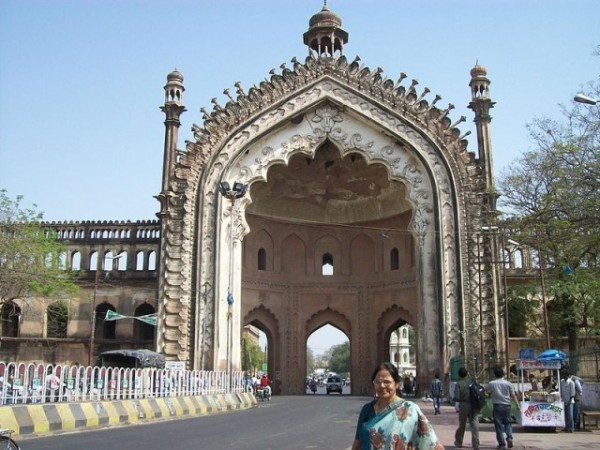 Lucknow photos, Rumi Darwaza - The grand monument.