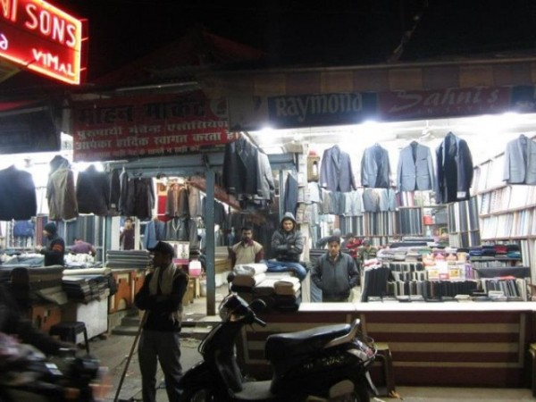 Lucknow photos, Aminabad - A view of the market during the night.