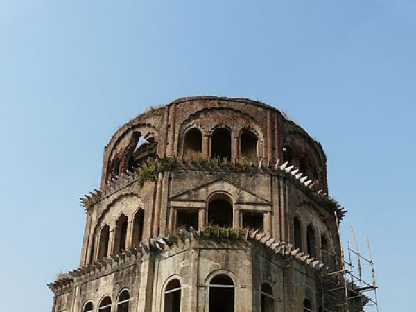 Lucknow photos, Satkhanda - The imposing structure of the Satkhanda.