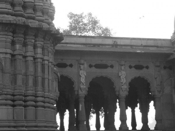 Indore photos, Krishnapura Chhatri - Sculptures carved on walls