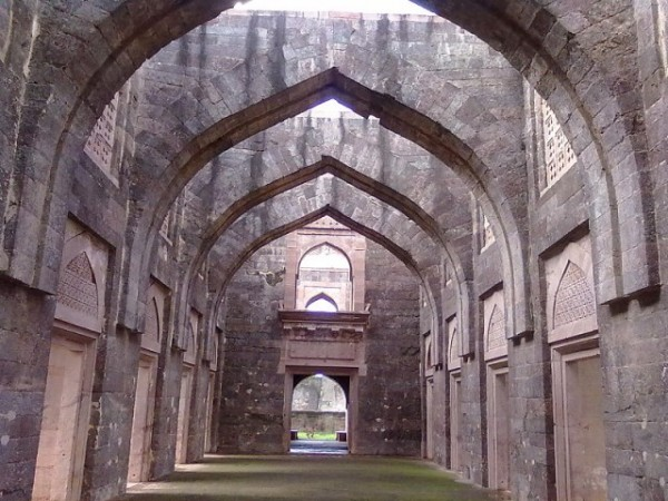 Mandu photos, Hindola Mahal - The Arches