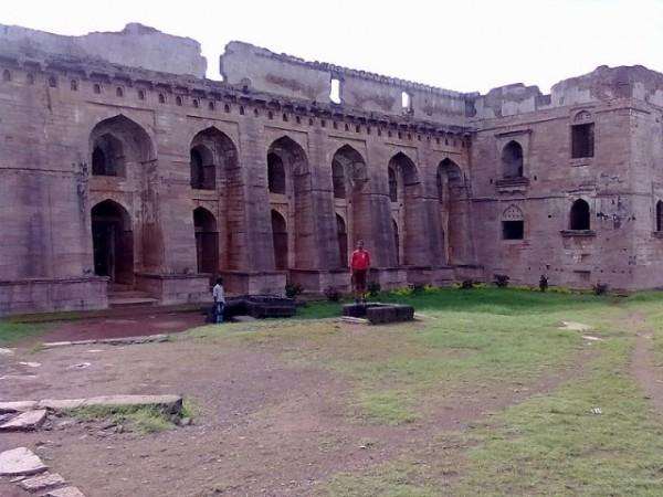 Mandu photos, Hindola Mahal - Malwa Architecture