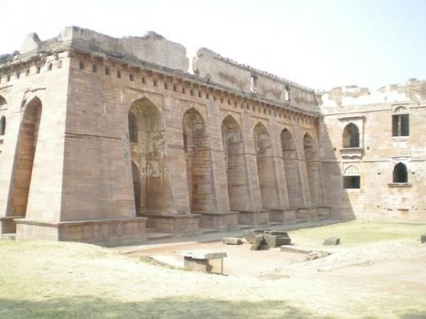 Mandu photos, Hindola Mahal - view1