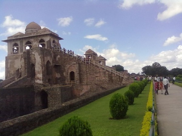 Mandu photos, Jahaz Mahal - A side view