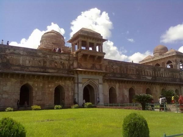 Mandu photos, Jahaz Mahal -  A front view