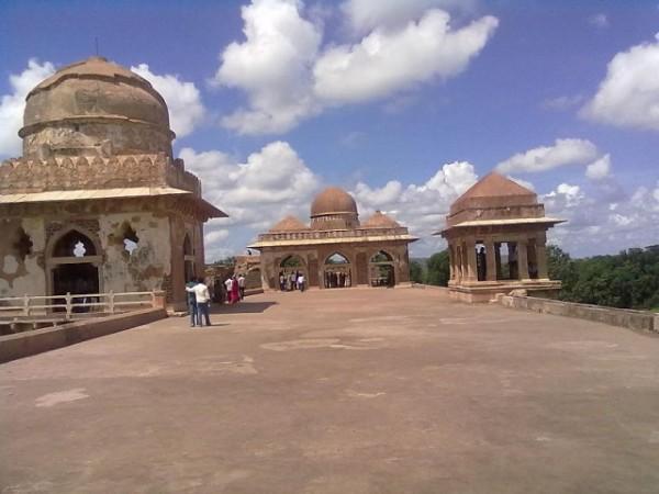 Mandu photos, Jahaz Mahal - A top view.
