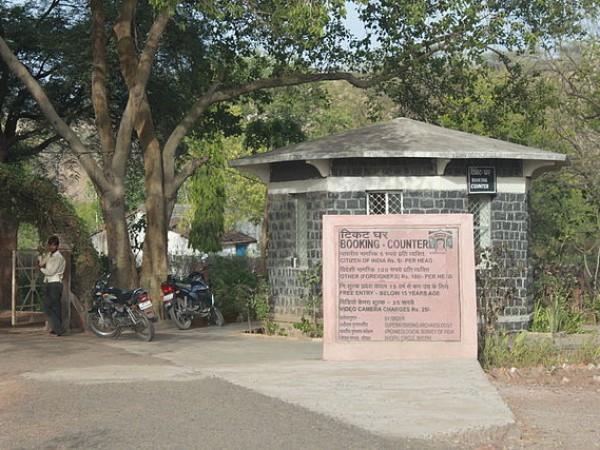 Mandu photos, Bagh Caves - The Entrance