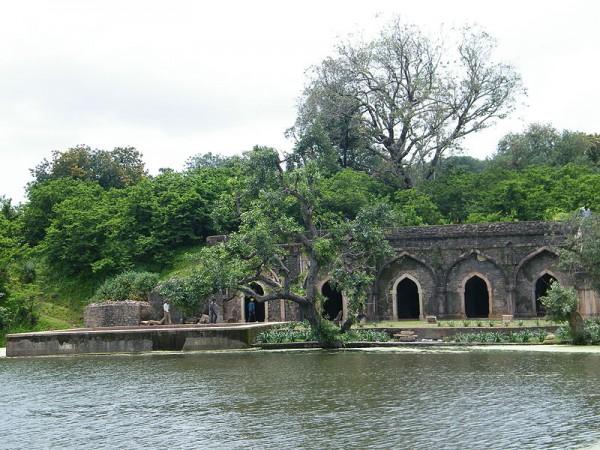 Mandu photos, Rewa Kund - A picturesque view