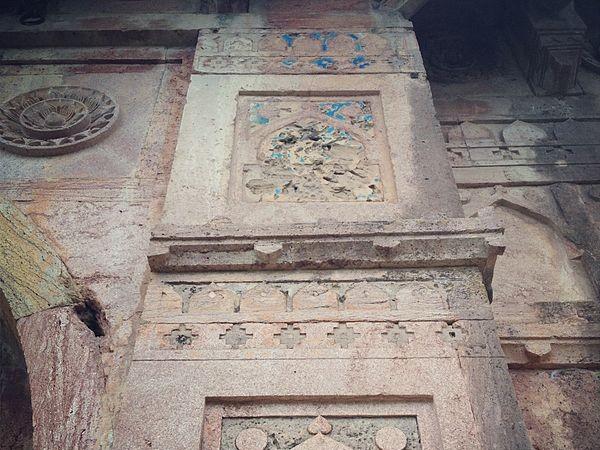 Mandu photos, Dai Ka Mahal - A carving