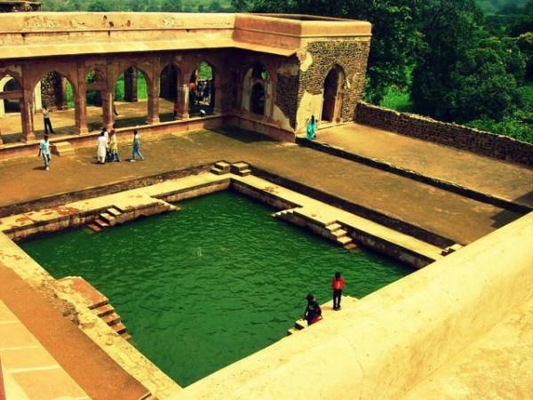 Mandu photos, Baz Bahadur's Mahal -The  pond