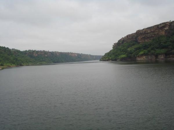 Neemuch photos, Gandhi Sagar Dam - A view of the dam.