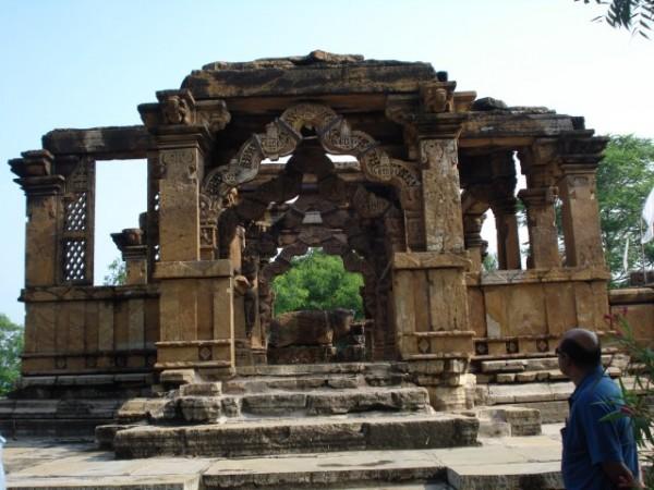 Neemuch photos, Nava Toran Temple - Ten Beautiful Arches