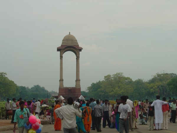 Delhi photos, India Gate - Tourist people