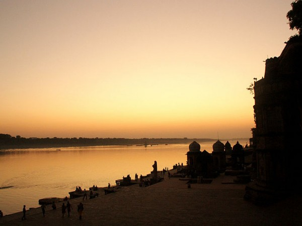 Maheshwar photos, Narmada Ghat -  An Enticing view