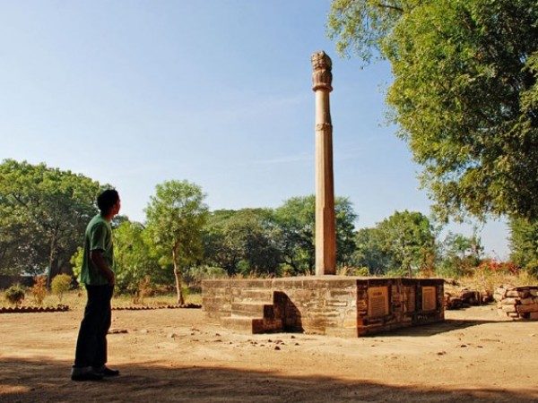 Vidisha photos, Khamba Baba (Heliodorus pillar) - A distant view