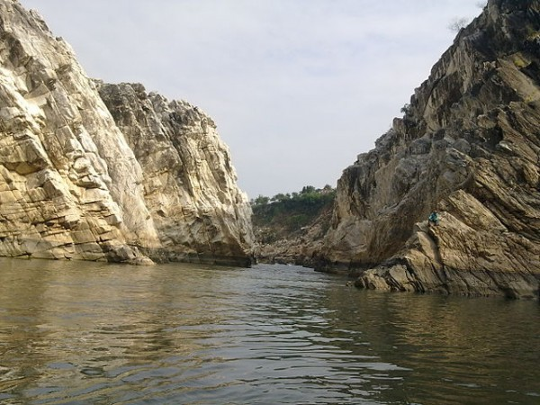 Jabalpur photos, Marble Rocks at Bhedaghat - The Shiny Rocks