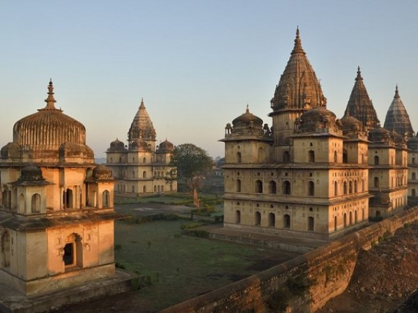 Orchha photos, Chhatris - The famous fourteen cenotaphs