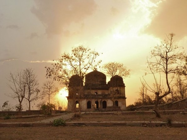 Orchha photos, Chhatris - An evening view
