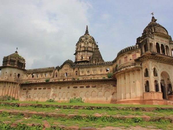 Orchha photos, Laxmi Narayan Temple - A complete view