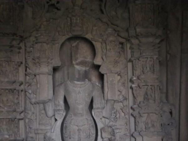 Khajuraho photos, Javari Temple - Main Idol
