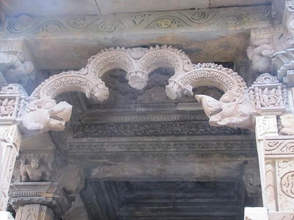 Khajuraho photos, Javari Temple - Makar Arch
