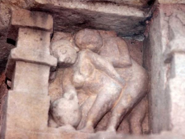 खजुराहो तस्वीरें,  कंदारिया महादेव मंदिर - संभोग की कला