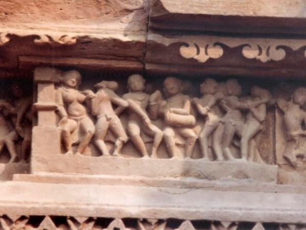 खजुराहो तस्वीरें, कंदारिया महादेव मंदिर -संगीतकारों और नर्तकों की पंक्ति