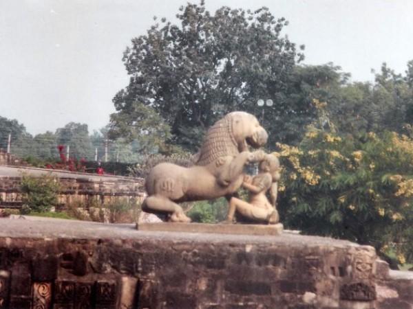 खजुराहो तस्वीरें, कंदारिया महादेव मंदिर - - नक्काशीदार संरचना