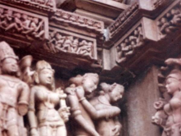 खजुराहो तस्वीरें,  कंदारिया महादेव मंदिर - जीवन और परिवार का समारोह