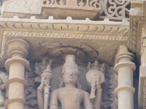 खजुराहो तस्वीरें, कंदारिया महादेव मंदिर - भगवान विष्णु की मूर्ति
