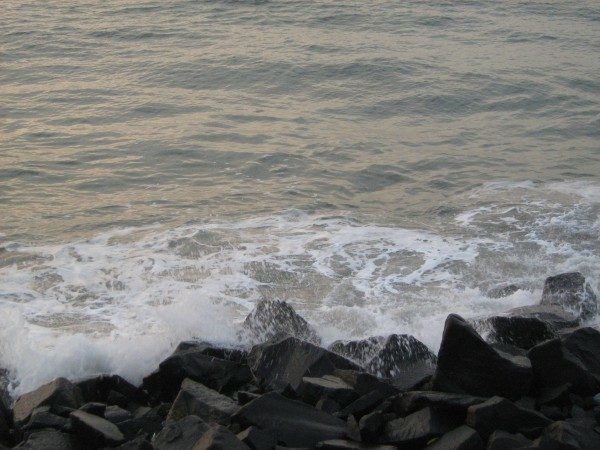 Pondicherry photos, The Gushing Sea Waves