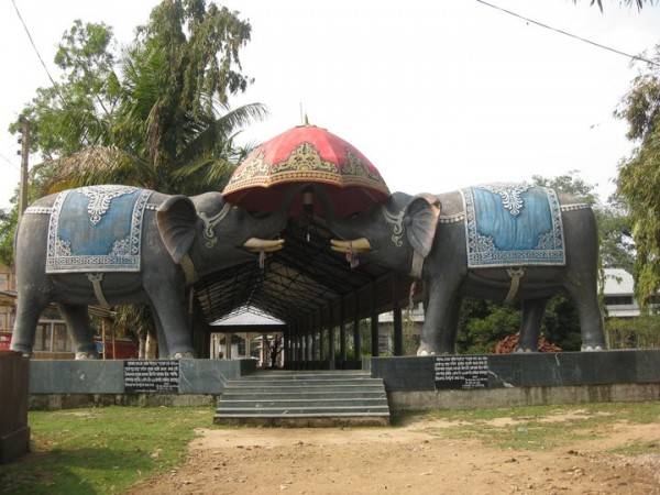 Jorhat photos, Dhekiakhowa Namghar - Entrance way to Barnamghar