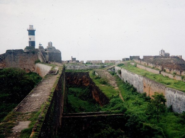 Diu photos, Diu Forts - An inside view