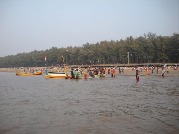 Daman photos, Jampore Beach - A Beautiful View