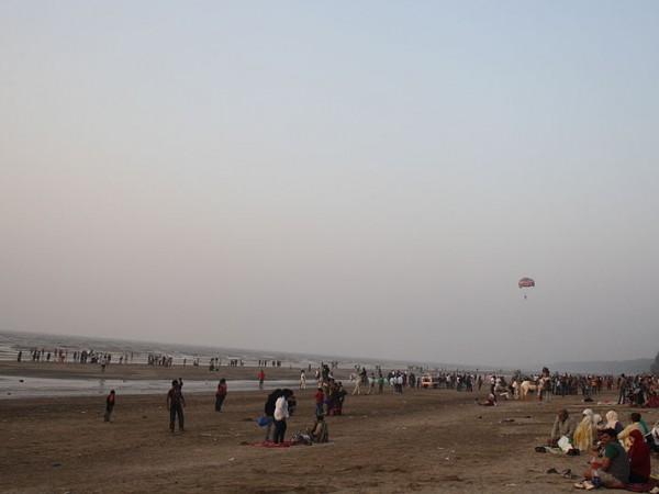 Daman photos, Jampore Beach - Golden Sands