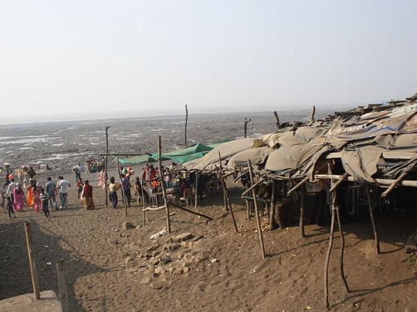 Daman photos, Devka Beach - Far View