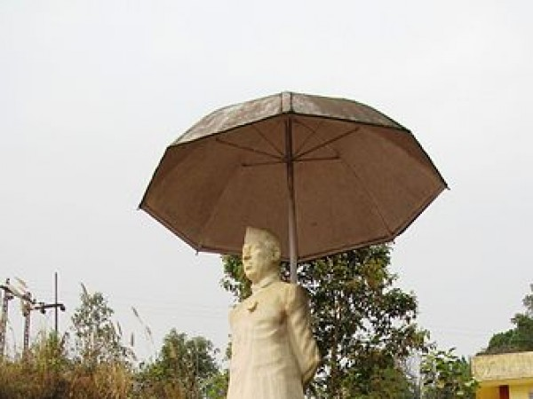 Itanagar photos, Jawaharlal Nehru Museum - Side view of the statue