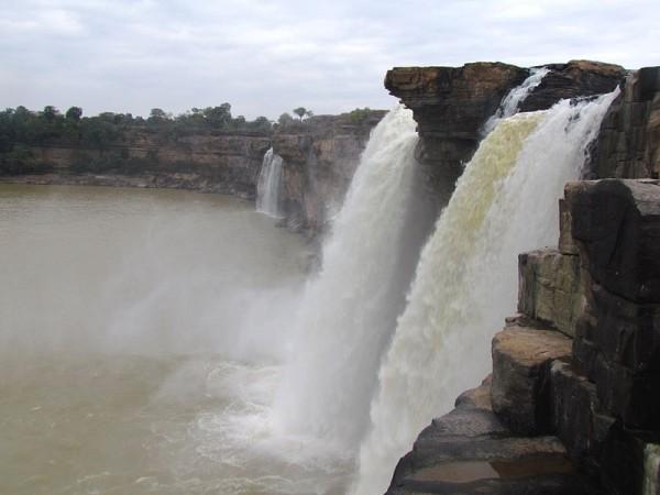 Jagdalpur photos, Chitrakoot Falls - side view of the falls