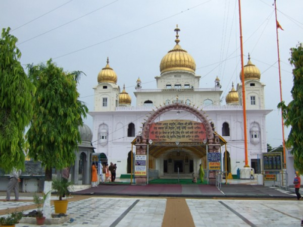Fatehgarh Sahib photos, Gurudwara Fatehgarh Sahib - Entrance of the Gurudwara