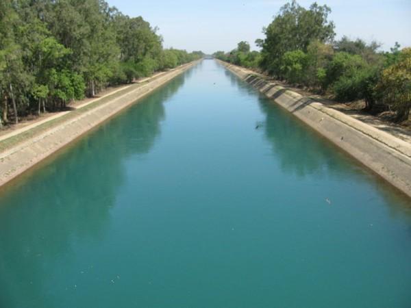 Rupnagar photos, Bhakra Dam - Dam surrounded by lush greenary