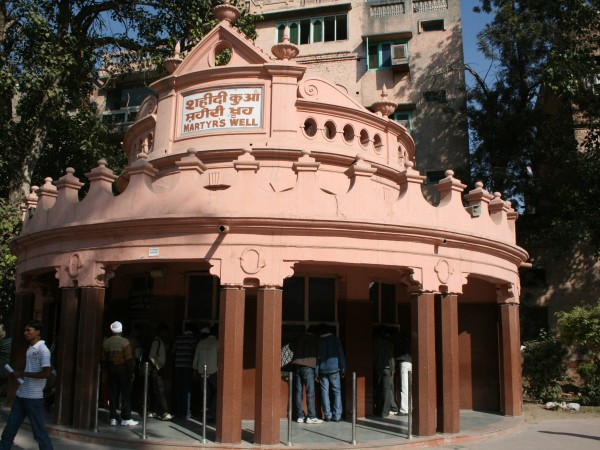 Jallianwala Bagh photos, Visitor's waiting at Martyr's well
