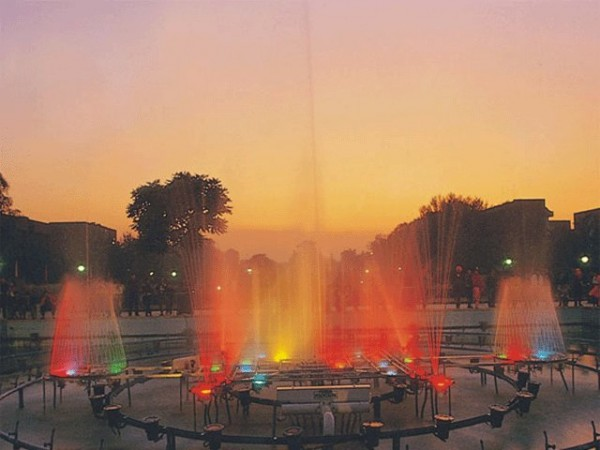 Chandigarh photos, Rose Garden - Colourful water fountains