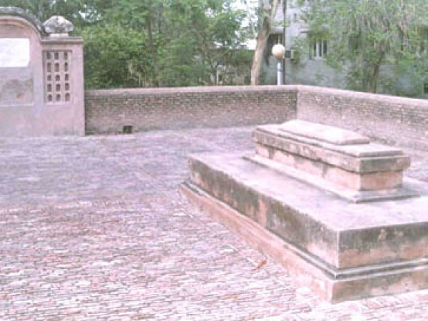 Panipat photos, Grave of Ibrahim Lodhi - A close view