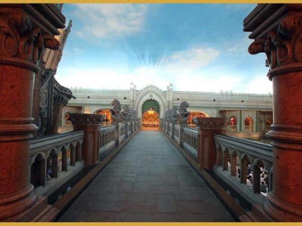 குர்கான் புகைப்படங்கள் - கனவுகளின் இராச்சியம் - கலாச்சார அரங்குக்கு செல்லும் நடைபாதை