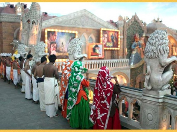 குர்கான் புகைப்படங்கள் - கனவுகளின் இராச்சியம் - பல்வேறு மதங்களின் பிரதிநிதிகள்