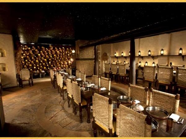 குர்கான் புகைப்படங்கள் - கனவுகளின் இராச்சியம் - அலங்கரிக்கப்பட்ட உணவகம்